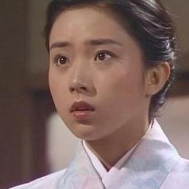 藤吉久美子は若い頃もかわいい!水着&カップと美しいワキ画像が話題!